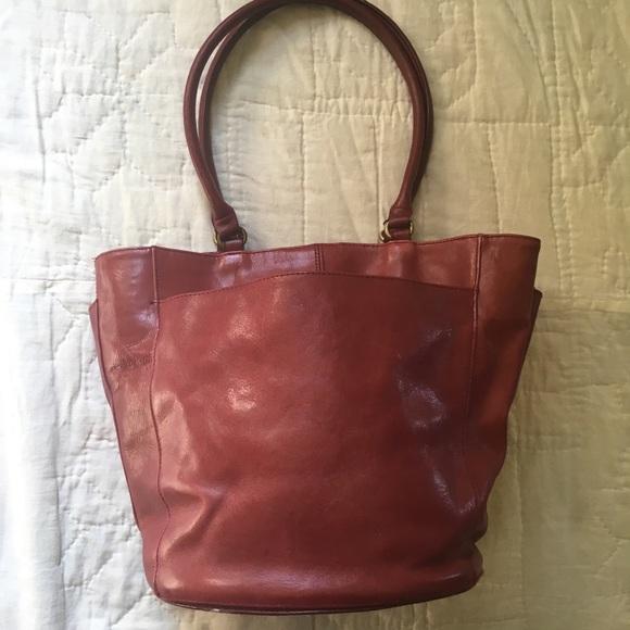 92b60db1ae30 Handbags - Leather bucket-style bag. Great fall bag. Pockets!